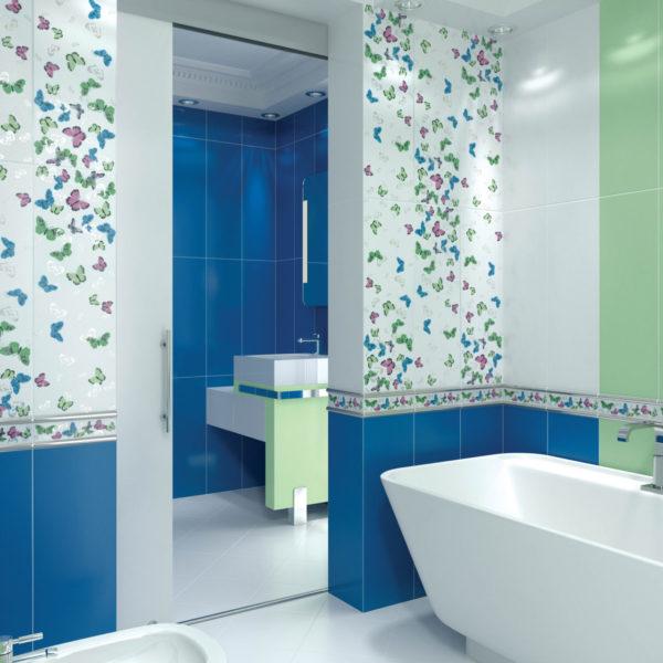 Плитка в ванной комнате с разными оттенками и рисунками