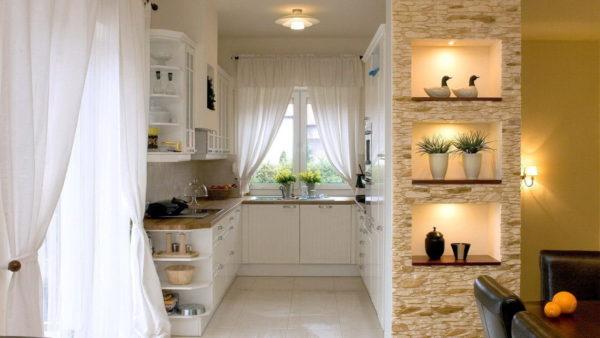 Приспособлением в кухне-гостиной являются ниши-полки