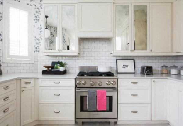 Рабочая зона кухни с практичной и выносливой отделкой