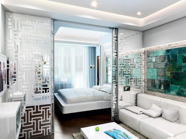 Разделение пространства в комнате с помощью полупрозрачных раздвижных дверей