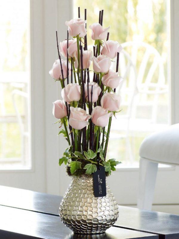 Розы с деревянными спилами