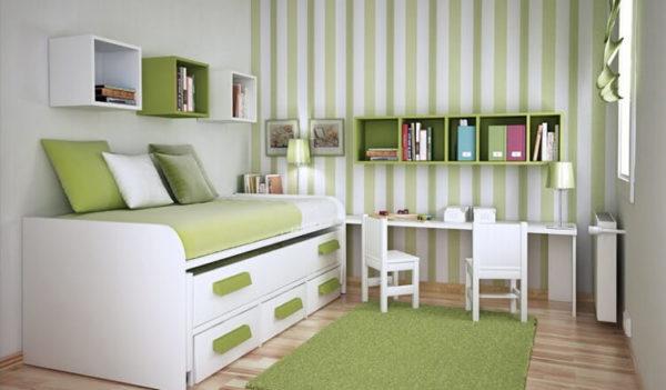 Стеновое покрытие с вертикальными полосами для уменьшения комнаты