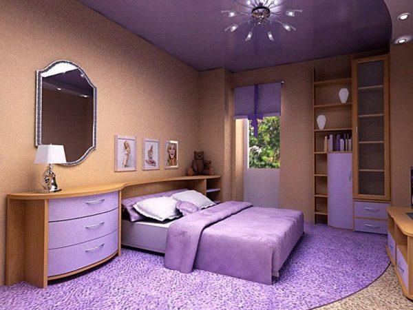 Фиолетовый натяжной потолок, фиолетовый пол и предметы интерьера