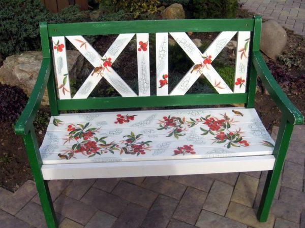 Цветочный декор скамейки