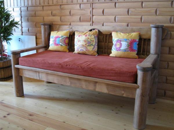 Эргономичный диван для дачи