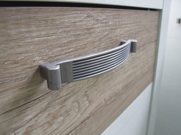 Элементы мебели выполнены в простых и эргономичных формах