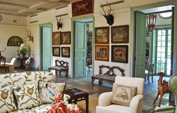 Мебель отличается простотой линий, добротностью и элегантностью